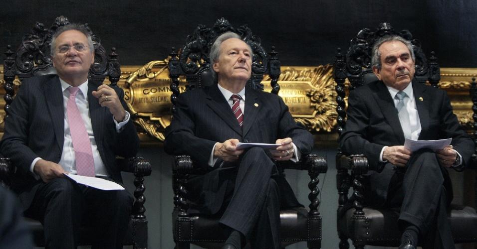 17.ago.2016 - Ministro Ricardo Lewandowski (centro), presidente do STF (Supremo Tribunal Federal) e do processo de impeachment, se reúne com líderes no Senado Federal. À esquerda, senador Renan Calheiros (PMDB-AL); à direita, senador Raimundo Lira (PMDB-PB)