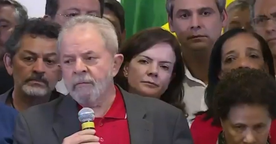 15.set.2016 - Lula fala sobre denúncias contra ele na Lava Jato