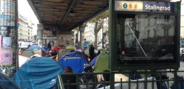 Refugiados montaram acampamentos em estações de metrô, entre outros locais