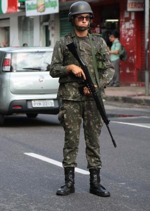 Militares do Exército fazem a segurança das ruas da Grande Vitória desde terça-feira (7)