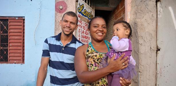 O casal Marlei Nascimento Leitão, 28, e Leidiane Inácia Soares, 25, no Jardim Pantanal