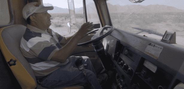 Ortiz comprou caminhão com dinheiro pago pela Ford por seu terreno - BBC - BBC