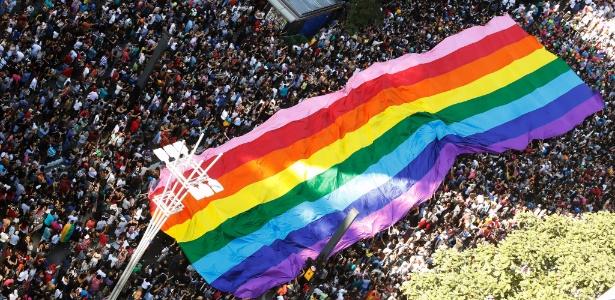 18.jun.2017 - Com a temática da defesa do Estado laico, a 21ª Parada do Orgulho LGBT de São Paulo atrai uma multidão para a avenida Paulista