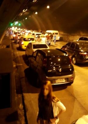 Tentativa de arrastão dentro do túnel Rebouças terminou com um motorista baleado no tórax