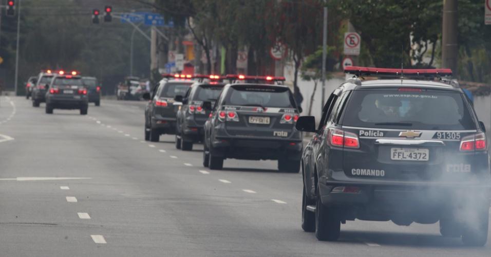 23.ago.2017 - A operação da Rota envolve cerca de 70 viaturas e 300 policiais militares em direção a diferentes pontos críticos da cidade e das favelas