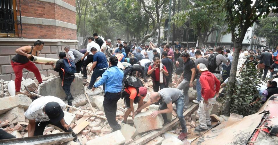 Resultado de imagem para Forte terremoto atinge a Cidade do México