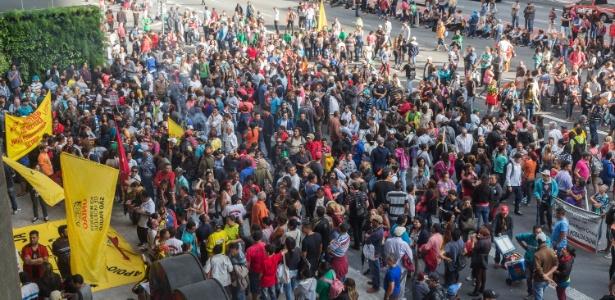 Movimentos de luta por moradia realizaram ato na avenida Paulista, em São Paulo, na tarde desta segunda-feira (2), e ocuparam o escritório da Gerência Executiva de Habitação da Caixa