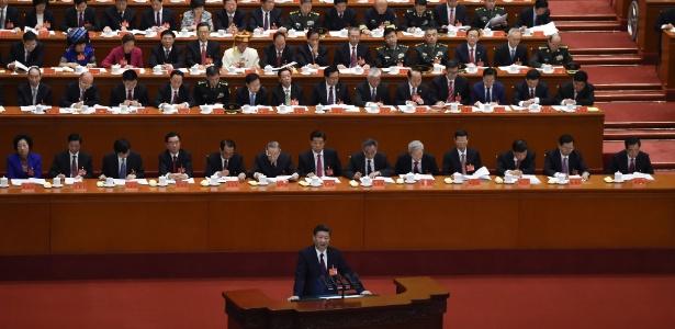 O presidente chinês Xi Jinping discursa na abertura do Congresso do Partido Comunista Chinês, em Pequim
