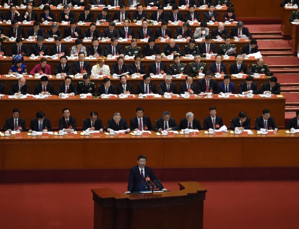 18.out.2017 - O presidente chinês Xi Jinping discursa na abertura do Congresso do Partido Comunista Chinês, em Pequim