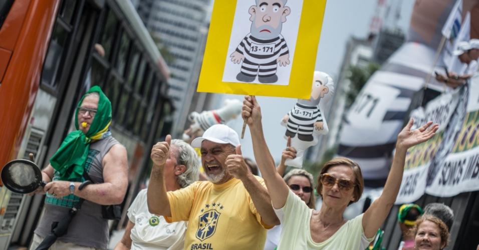 Minfestantes contrários a Lula se reúnem na Avenida Paulista para acompanhar o julgamento do ex-presidente no TRF-4, em Porto Alegre