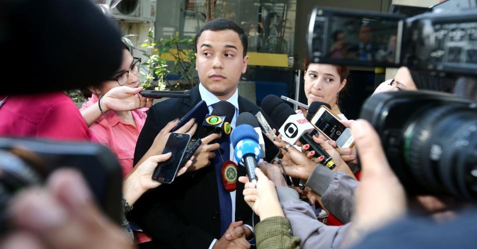 O delegado Wiliians Batista Delgado, da Delegacia de Homicídios da Capital (DH) da Barra da Tijuca, concede entrevista à imprensa em frente ao prédio da DH, na zona oeste do Rio de Janeiro, após a prisão de suspeitos do assassinato da vereadora Marielle Franco (PSOL-RJ), nesta terça-feira, 24.
