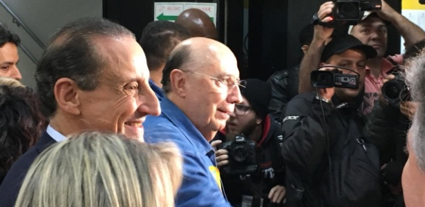 Henrique Meirelles (MDB) chega para votar acompanhado de Paulo Skaf (MDB)