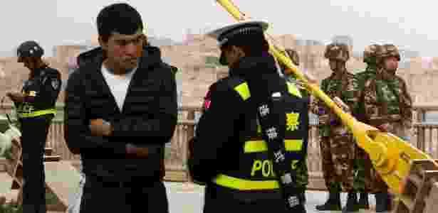 Um checkpoint da polícia na cidade em Kashgar, em março de 2017 - Reuters - Reuters
