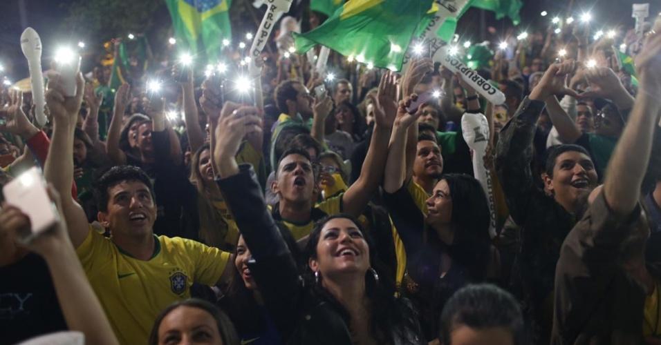 28.out.2018 - Eleitores de Bolsonaro celebram resultado das urnas em São Paulo