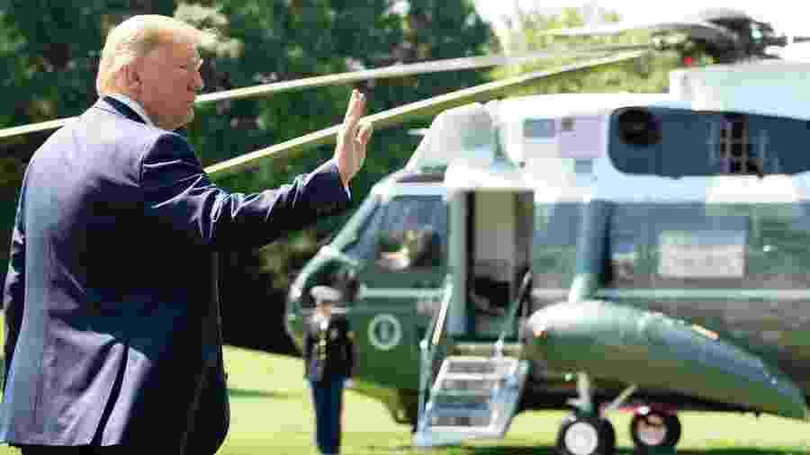 22.jun.2019 - O presidente dos EUA, Donald Trump, acena na Casa Branca antes de decolar no helicóptero Marine One para Camp David - Saul Loeb/AFP