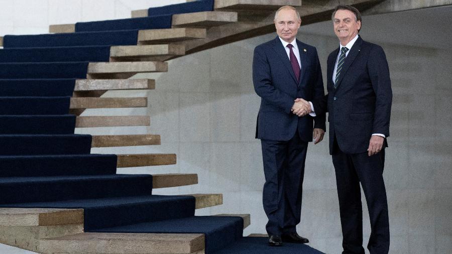 Bolsonaro e Putin posam juntos na reunião dos Brics; o russo, um degrau acima - Pavel Golovkin/REUTERS