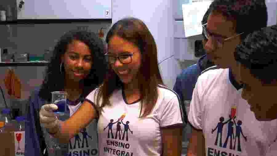Alunos de escolas públicas estaduais, vencedores do concurso Ciência para Todos, apresentam seus projetos a pesquisadores de centros e institutos de pesquisa - Divulgação/Agência Fapesp