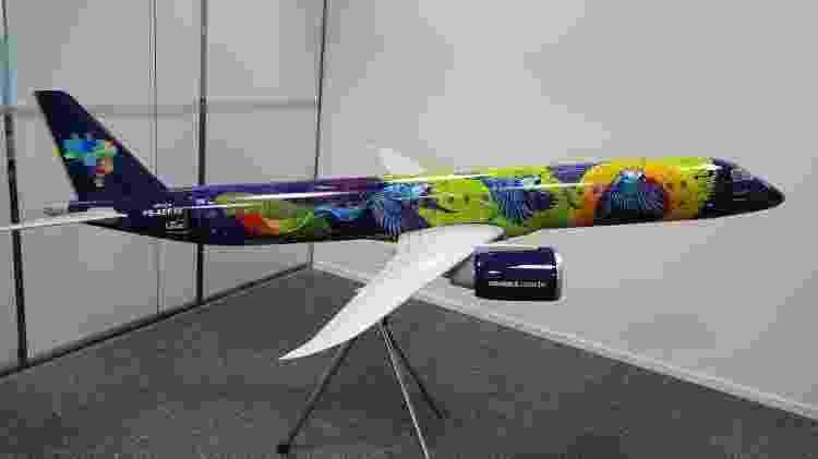 Pintura especial Embraer da Azul ararinha azul maquete - Vinícius Casagrande/UOL - Vinícius Casagrande/UOL