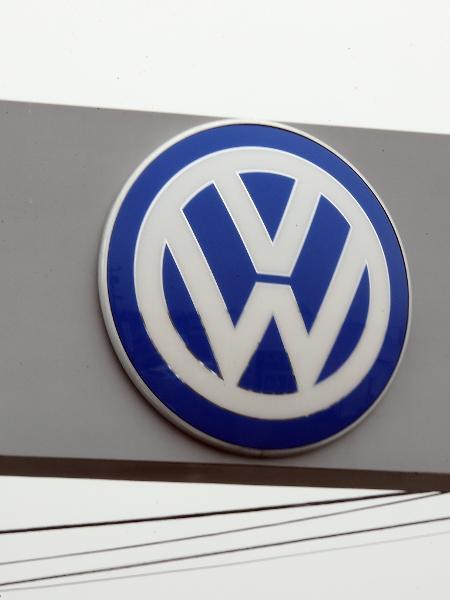 Logo da Volkswagen fotografado em Hicksville, nos Estados Unidos - Toru Hanai