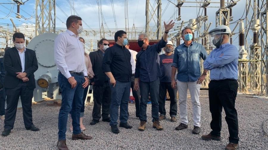 Visita do ministro das Minas e Energia, Bento Albuquerque (ao centro, de braço erguido), ao Amapá - Divulgação/Ministério de Minas e Energia