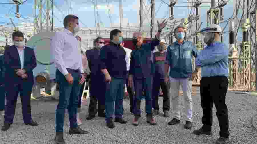 Visita do ministro das Minas e Energia, Bento Albuquerque (ao centro, de braço erguido), ao Amapá na semana passada - Divulgação/Ministério de Minas e Energia