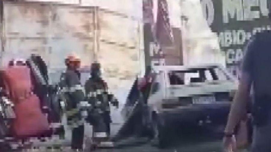 Mãe e filha caminhavam na calçada quando foram atingidas - Reprodução/TV Globo