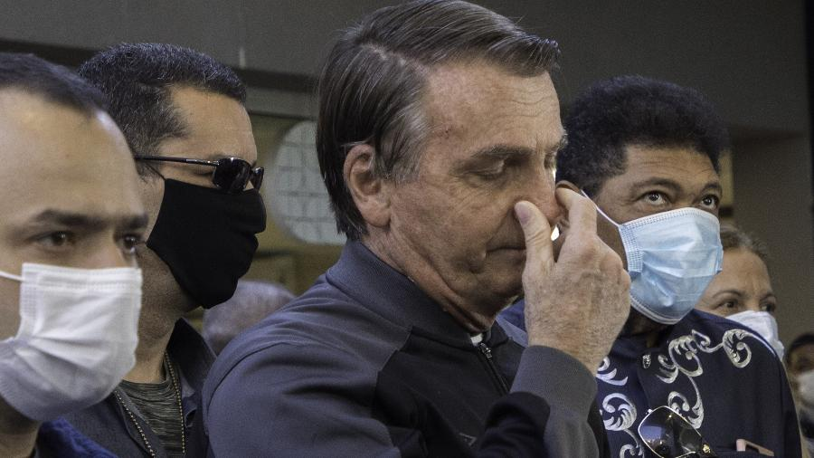 Bolsonaro sai de hospital sem máscara 2 - Bruno Rocha/Agência Enquadrar/Folhapress