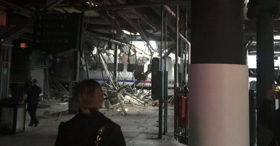 29.set.2016 - Acidente de trem no terminal Hoboken, em Nova Jersey