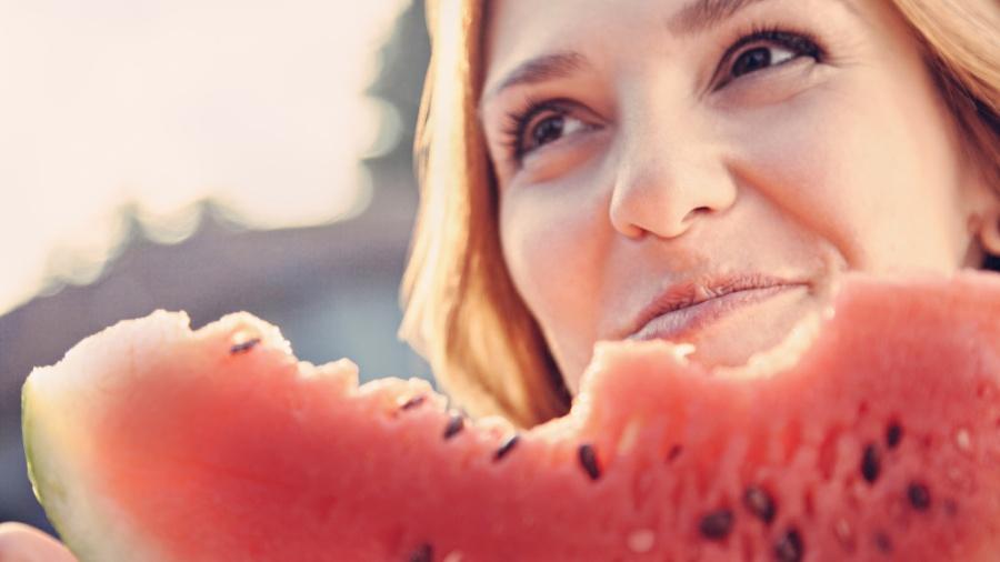 Pode comer o caroço da melancia - iStock