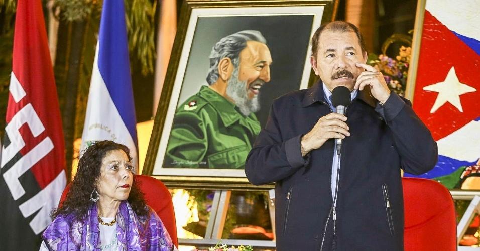 27.nov.2016 - O presidente da Nicarágua, Daniel Ortega, e a primeira-dama Rosario Murillo prestam tributo a Fidel Castro na Praça da Revolução em Manágua