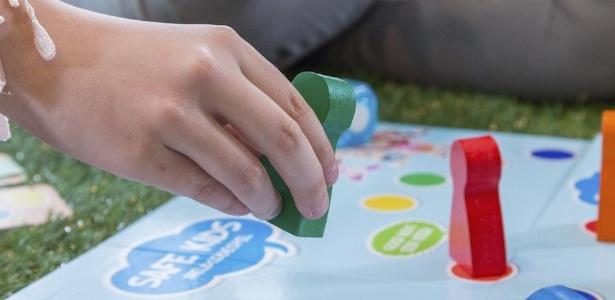 """Jogo de tabuleiro """"Safe Kids"""", que ensina crianças a dizer """"não"""" aos pedófilos"""