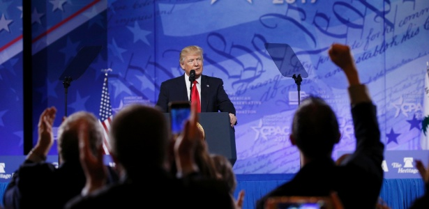 O presidente dos EUA Donald Trump fala no CPAC, no National Harbor, Maryland