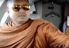 Luxo, aviões privados e relações sexuais: o caso que expôs a crise do budismo na Tailândia - Youtube