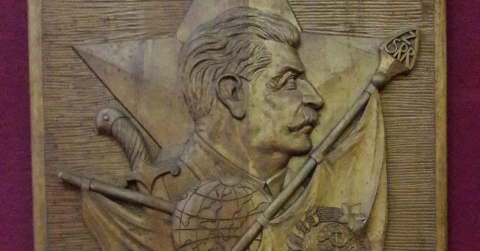 Escudo com o rosto de Stalin