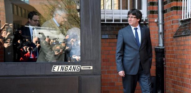 Ex-líder catalão Carles Puigdemont deixa prisão em Neumuenster, na Alemanha