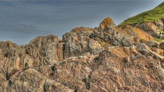 As pedras grauvaque do Ponto Siccar foram formadas 435 milhões de anos atrás