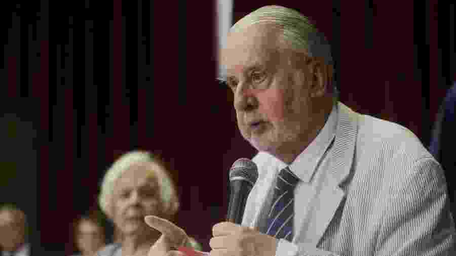 O ex-secretário de Direitos Humanos, Paulo Sérgio Pinheiro, discursa durante criação da Comissão Arns - ALICE VERGUEIRO/ESTADÃO CONTEÚDO
