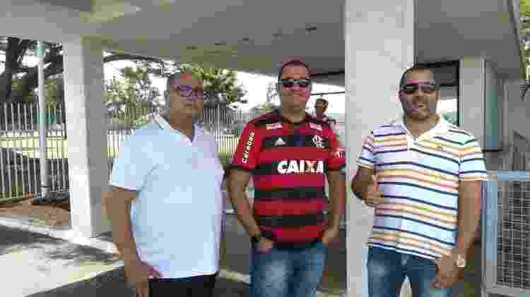 Os irmãos Ailton, Adilton e Ailson Cardoso viajaram de Tanque Novo (BA) até Brasília para ao jogo do Flamengo contra o Athletico e conhecer o presidente Jair Bolsonaro - Eduardo Militão/UOL