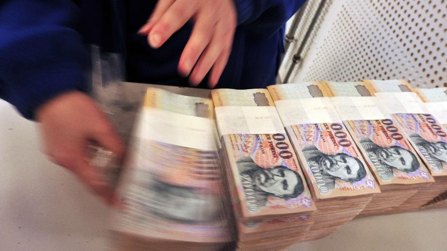 Investidores com dívidas do Líbano, Argentina e Venezuela buscam refúgio em casa enquanto avaliam o caos - Attils Kisbenedek/AFP