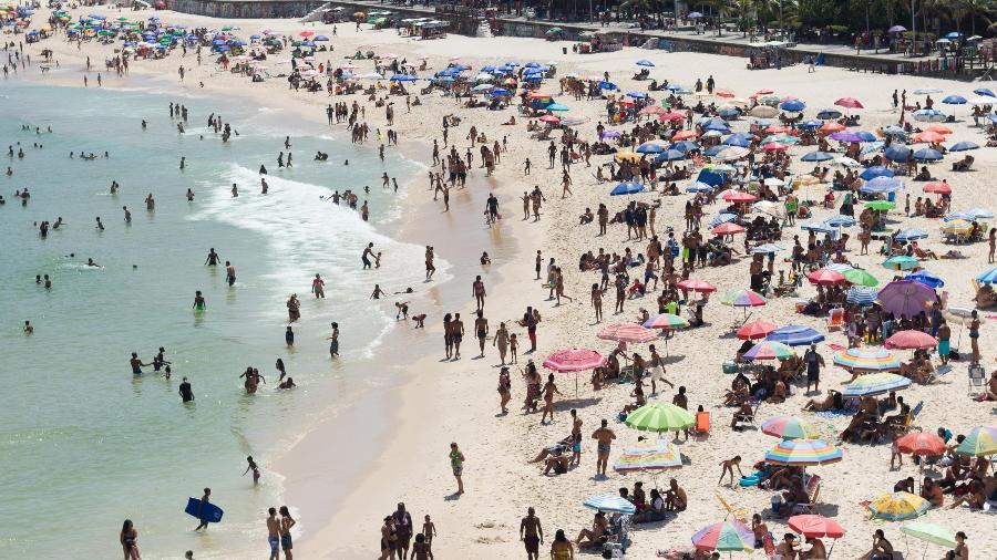 Praia de Ipanema registra aglomeração em domingo com mais de 33 graus no Rio de Janeiro - DANIEL RESENDE/FUTURA PRESS/FUTURA PRESS/ESTADÃO CONTEÚDO