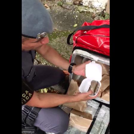 Policiais apreendem delivery de maconha - Polícia Militar