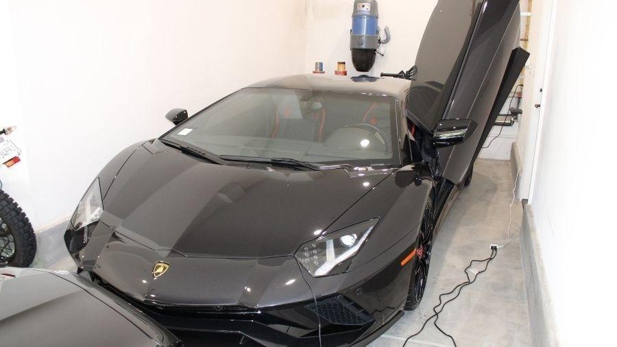 Um dos carros de luxo de Mustafa Qadiri apreendidos pela polícia americana - Reprodução/Twitter
