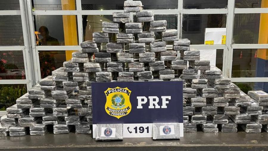 De acordo com caminhoneiro, droga apreendida em GO estava sendo transportada de MT para SP - Reprodução/ PRF