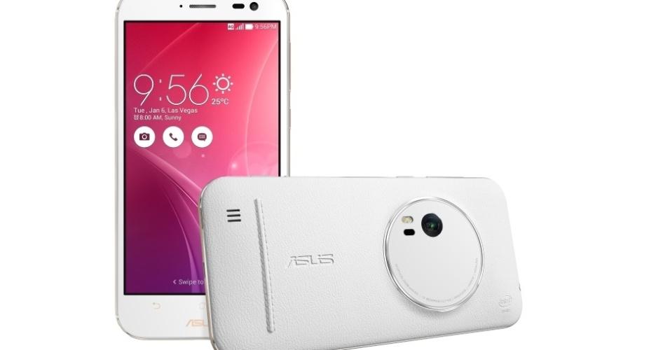 28.mar.2016 - Com e três novas opções de Zenfone, a Asus anunciou novos aparelhos para a sua linha de smartphones no Brasil. O principal deles é o Zenfone Zoom, que possui câmera com zoom óptico de 3x e sensor de 13 megapixels. Conta com tela Full HD de 5,5 polegadas, processador Intel Atom com até 2,5GHz, até 128GB de armazenamento interno, 4GB de RAM e bateria de 3.000 mAh, com suporte a carregamento turbo. O dispositivo custa de R$ 2.699 a R$ 3.299