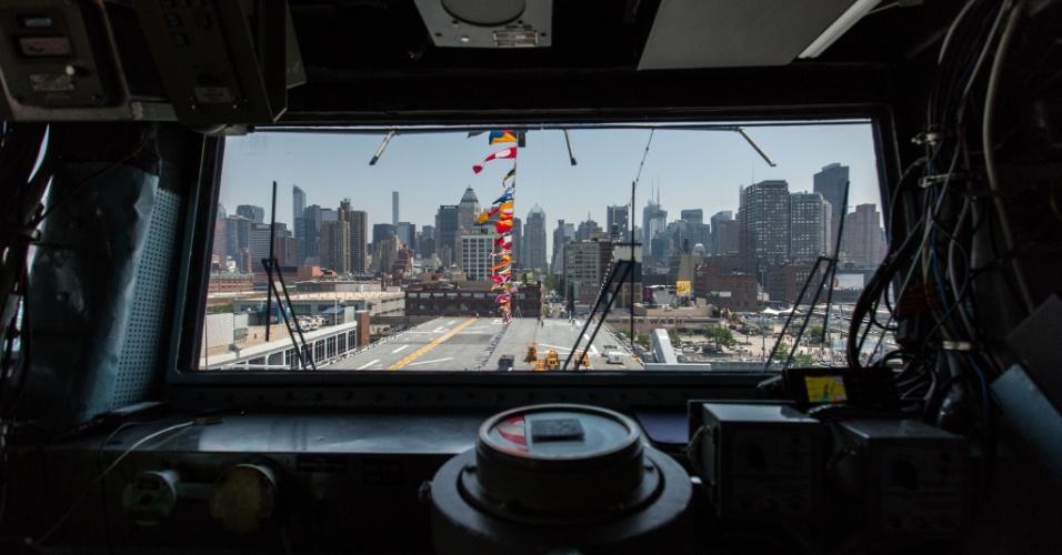 27.mai.2016 - Manhattan vista do USS Bataan (LHD-5), em Nova York, EUA. Homens e mulheres do serviço das forças armadas dos EUA visitam a cidade de Nova York como parte das comemorações do Memorial Day, feriado norte-americano que homenageia os americanos mortos em combate