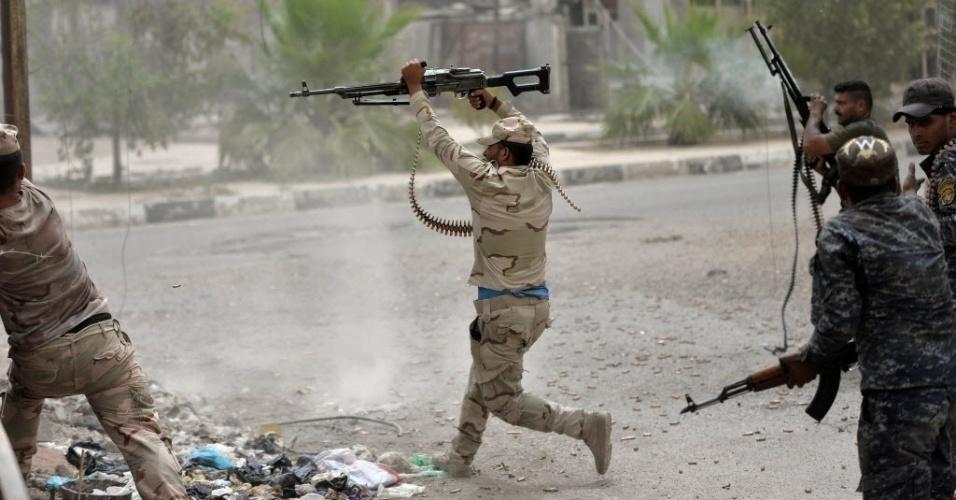 18.jun.2016 - As forças iraquianas seguem combatendo neste sábado o Estado Islâmico em Fallujah, no Iraque. Apenas uma pequena parte da cidade, segundo o primeiro-ministro iraquiano, Haider al-Abadi, é controlada pelos extremistas