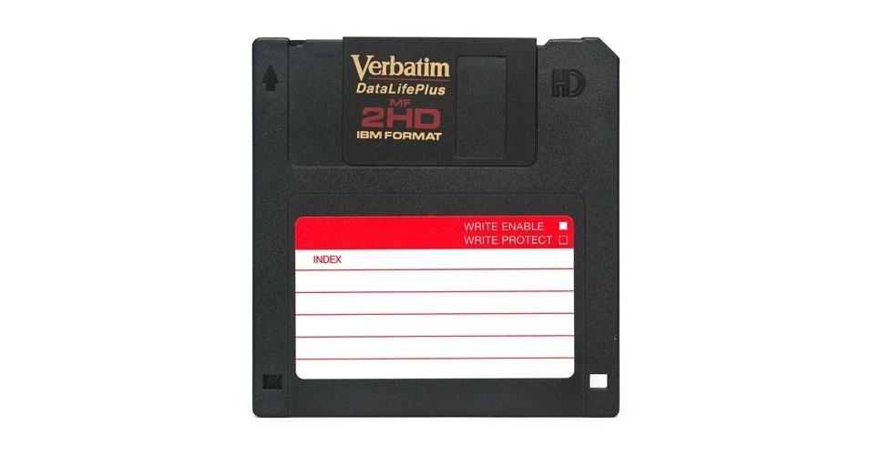 Disquete (1995). Esse é um dos objetos extintos que integram a enciclopédia virtual criada pela startup russa Thngs para eternizar tecnologias do passado