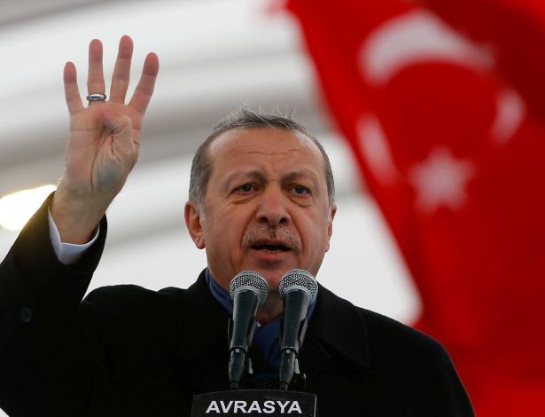 """Presidente Recep Tayyip Erdogan acusou a Holanda de manter """"vestígios do nazismo"""""""