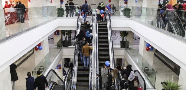 Shopping com praça de alimentação e 12 escadas rolantes, na faixa de Gaza