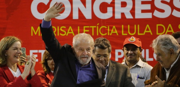 """O petista foi aplaudido sob gritos de """"Lula é meu amigo, mexeu com ele, mexeu comigo"""""""
